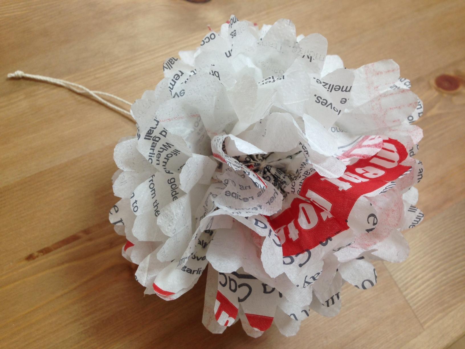 Paper ponpon