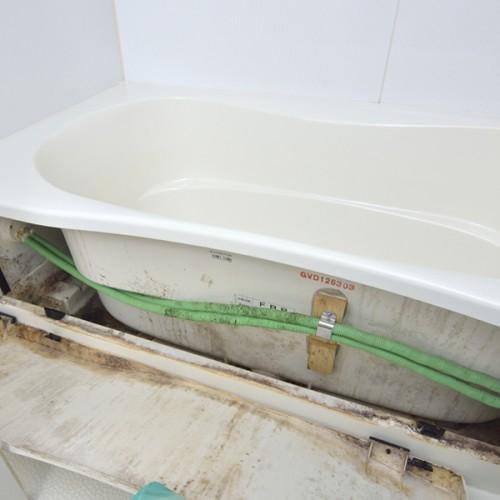 浴槽エプロン内部の汚れ