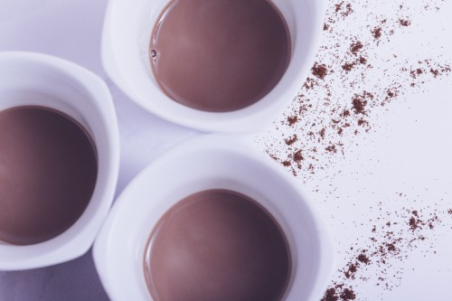 甘いホットチョコレート。 寒い外を眺めながら飲むのはささやかな贅沢です。